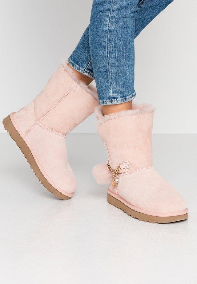 CLASSIC MINI CHARMS - Classic ankle boots - quartz