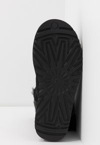UGG - CLASSIC MINI CHARMS - Korte laarzen - black - 6