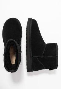 UGG - CLASSIC MINI LOGO - Stivali da neve  - black - 3