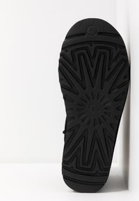 UGG - CLASSIC MINI LOGO - Stivali da neve  - black - 6