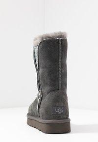 UGG - CLASSIC ZIP BOOT - Bottines - charcoal - 5