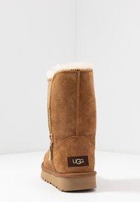 UGG - CLASSIC ZIP BOOT - Støvletter - chestnut - 5