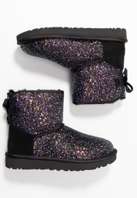 UGG - CLASSIC MINI BOW COSMOS - Classic ankle boots - black - 3