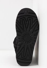 UGG - CLASSIC SHORT COSMOS SEQUIN - Classic ankle boots - black/gunmetal - 6