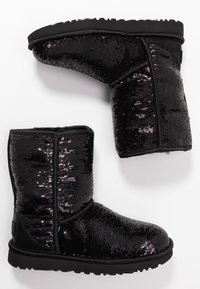 UGG - CLASSIC SHORT COSMOS SEQUIN - Classic ankle boots - black/gunmetal - 3