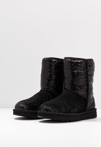 UGG - CLASSIC SHORT COSMOS SEQUIN - Classic ankle boots - black/gunmetal - 4