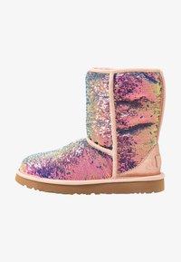 UGG - CLASSIC SHORT COSMOS SEQUIN - Classic ankle boots - quartz - 1