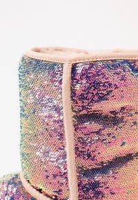 UGG - CLASSIC SHORT COSMOS SEQUIN - Classic ankle boots - quartz - 2