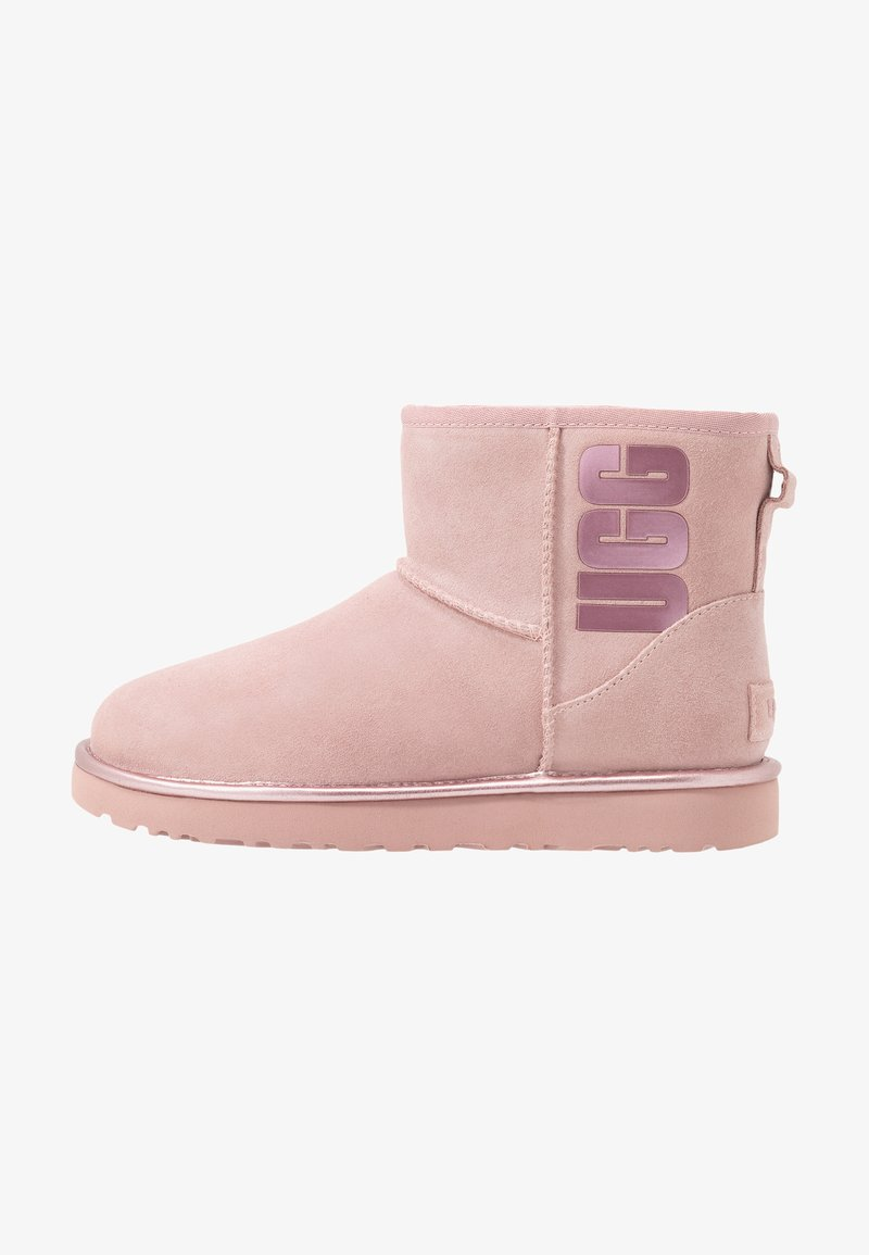 UGG - CLASSIC MINI LOGO - Ankle Boot - pink crystal metallic