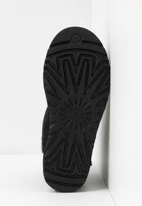 UGG - CLASSIC MINI TWIST - Stiefelette - black - 6