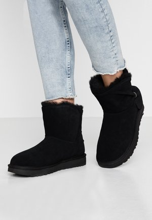 CLASSIC MINI TWIST - Bottines - black