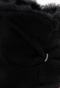 UGG - CLASSIC MINI TWIST - Stiefelette - black - 2