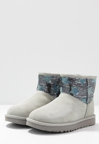 UGG - CLASSIC MINI SEQUIN STARS - Classic ankle boots - grey/violet - 4