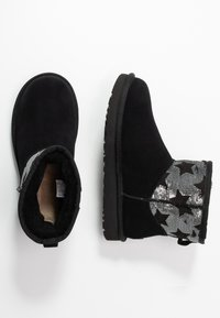UGG - CLASSIC MINI SEQUIN STARS - Classic ankle boots - black - 3