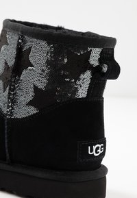 UGG - CLASSIC MINI SEQUIN STARS - Classic ankle boots - black - 2