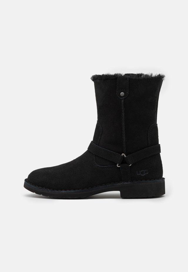 AVELINE - Vinterstøvler - black