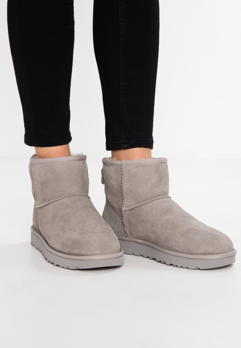 UGG - CLASSIC MINI II - Nilkkurit - seal