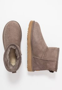 UGG - CLASSIC MINI II - Classic ankle boots - mole - 3