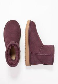 UGG - CLASSIC MINI II - Classic ankle boots - bordeaux - 3
