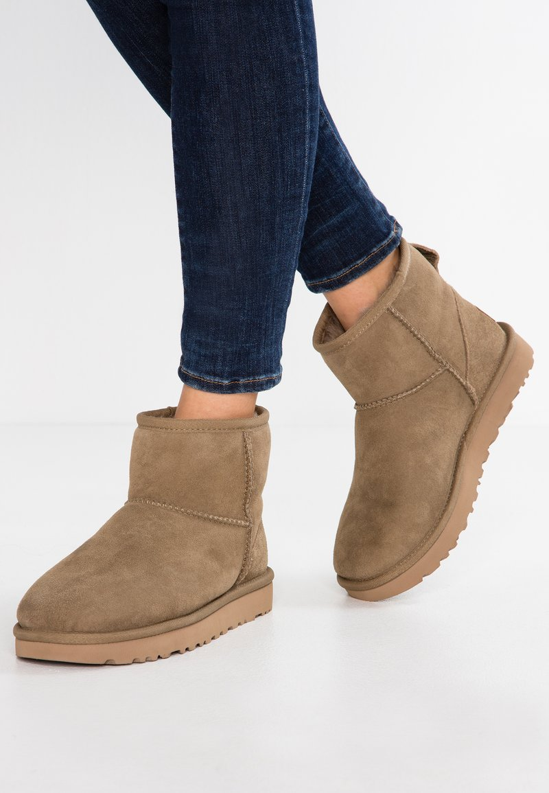 UGG - CLASSIC MINI II - Classic ankle boots - antilope