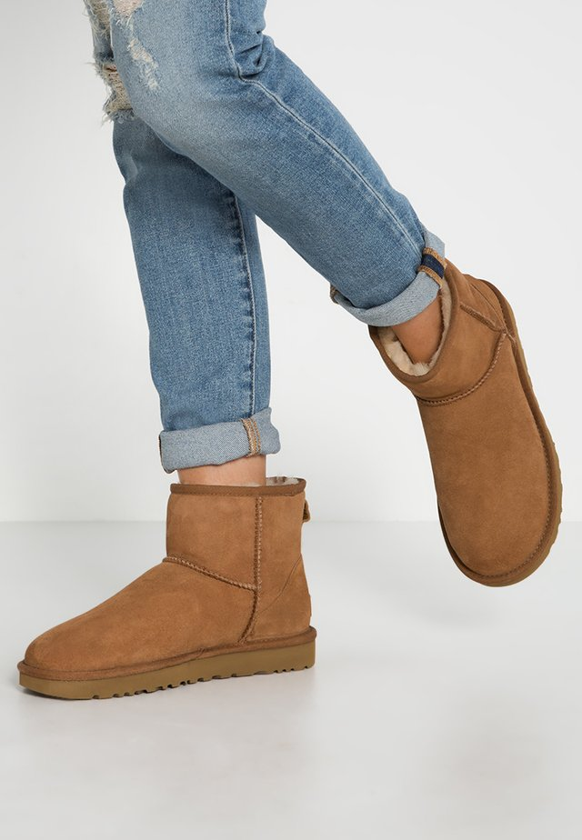 CLASSIC MINI II - Classic ankle boots - chestnut