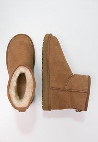 UGG - CLASSIC MINI II - Classic ankle boots - chestnut - 2