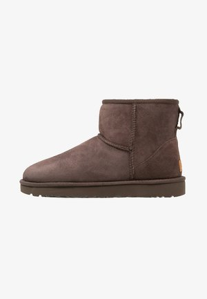 CLASSIC MINI II - Classic ankle boots - chocolate