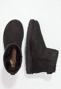 UGG - CLASSIC MINI II - Classic ankle boots - black - 2