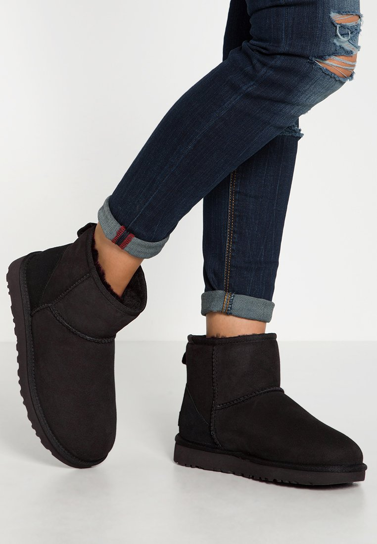 UGG - CLASSIC MINI II - Classic ankle boots - black
