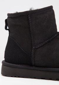 UGG - CLASSIC MINI II - Classic ankle boots - black - 6