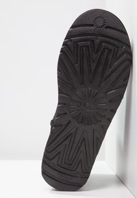 UGG - CLASSIC MINI II - Classic ankle boots - black - 5
