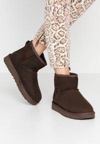 UGG - CLASSIC MINI - Classic ankle boots - brownstone - 0