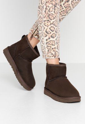 CLASSIC MINI - Classic ankle boots - brownstone