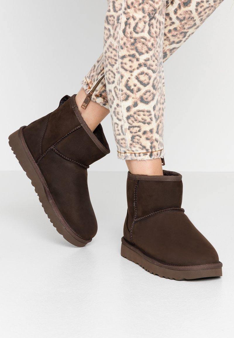 UGG - CLASSIC MINI - Classic ankle boots - brownstone