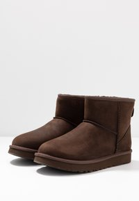 UGG - CLASSIC MINI - Classic ankle boots - brownstone - 4
