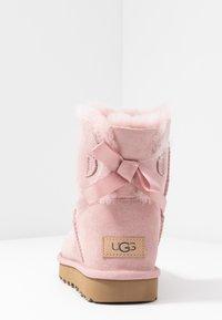 UGG - MINI BAILEY BOW - Stivaletti - pink - 5