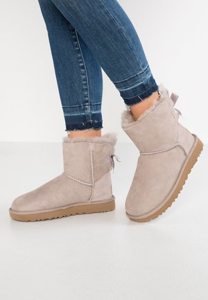 MINI BAILEY BOW - Classic ankle boots - oyster