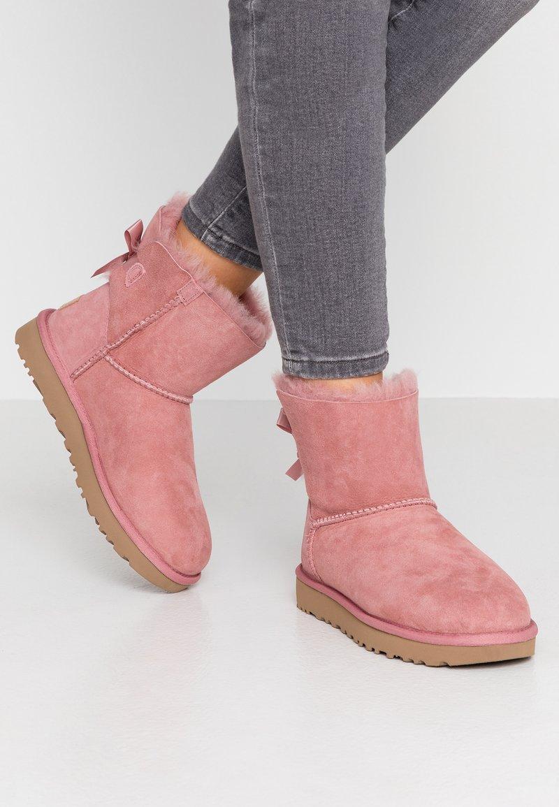 UGG - MINI BAILEY BOW - Bottines - pink