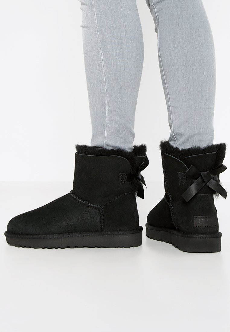UGG - MINI BAILEY BOW - Korte laarzen - black