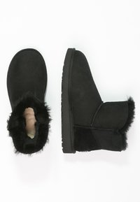 UGG - MINI BAILEY BUTTON BLING - Botines - black