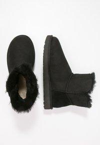 UGG - BAILEY - Kotníkové boty - black - 3