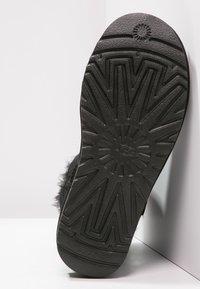 UGG - BAILEY - Kotníkové boty - black - 6