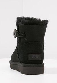 UGG - BAILEY - Kotníkové boty - black - 5
