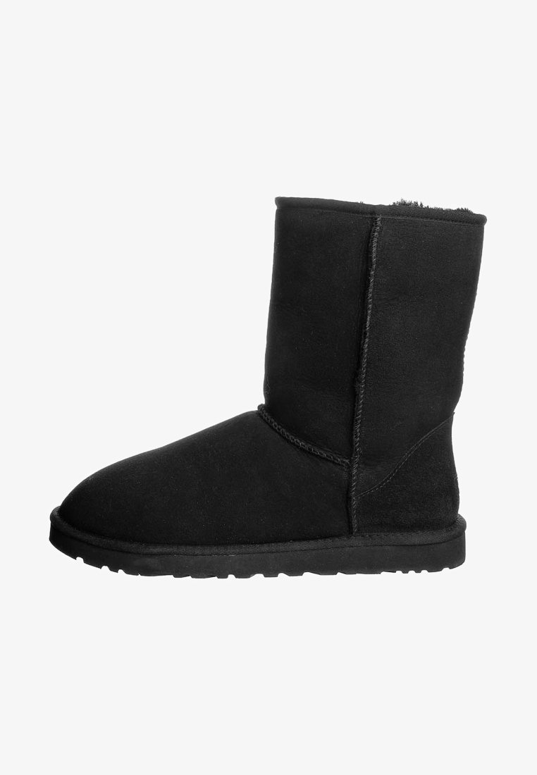 UGG - CLASSIC SHORT - Winter boots - black