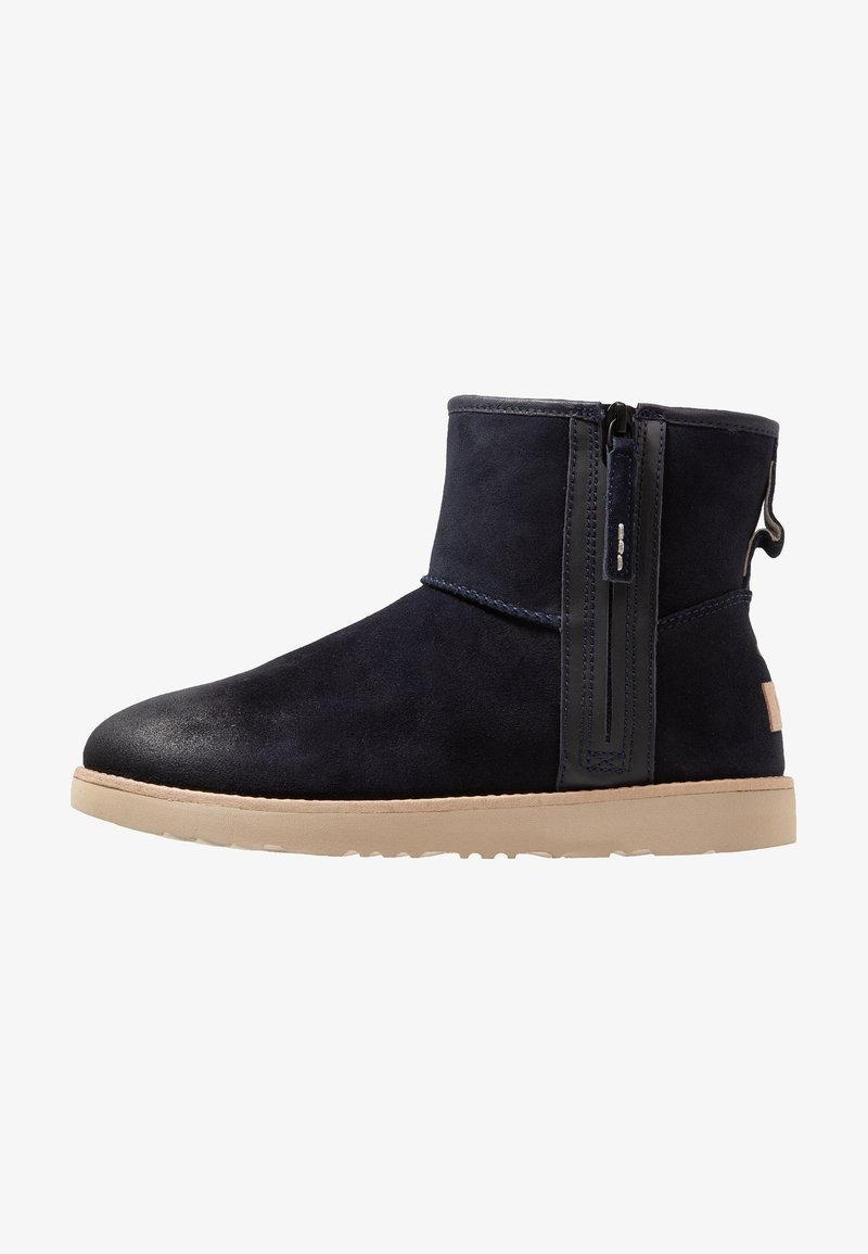 UGG - CLASSIC MINI ZIP WATERPROOF - Botki - true navy