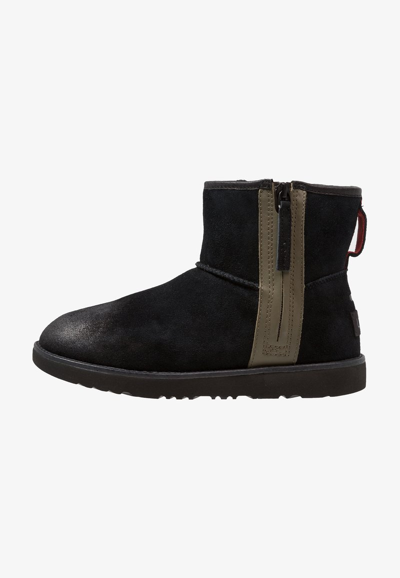 UGG - CLASSIC MINI ZIP WATERPROOF - Botki - black