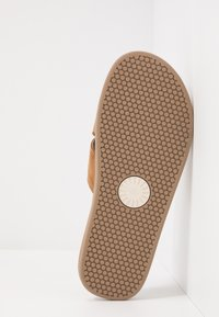 UGG - BROOKSIDE SLIDE - Sandaler - chestnut - 4