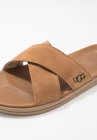 UGG - BROOKSIDE SLIDE - Sandaler - chestnut - 5