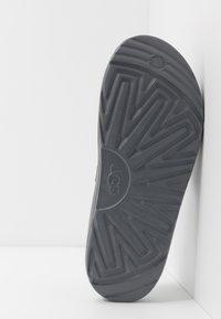UGG - WILCOX SLIDE - Sandały kąpielowe - black - 4