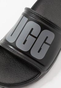 UGG - WILCOX SLIDE - Sandały kąpielowe - black - 5